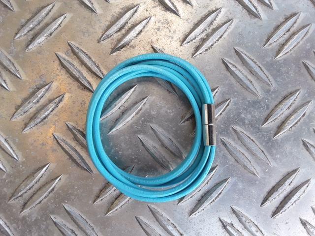 Doppelt gewickelt 3rhg Lederband mit Magnetschloss in Hellblau