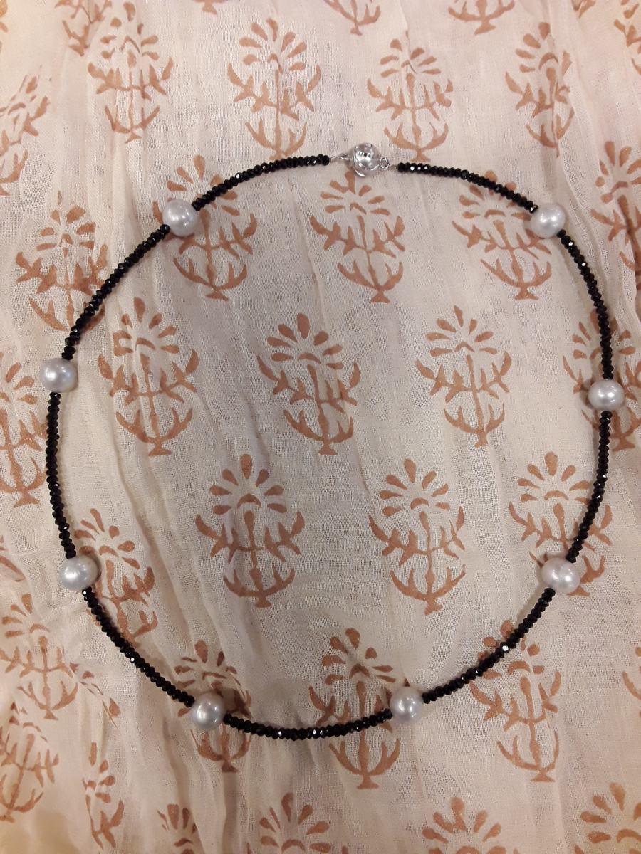 Kette Onyx, facettenreich mit Süsswasserperlen und Magnetschloss